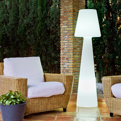 casa light un lampadaire ext rieur pour terrasse et jardin 01 blog d co. Black Bedroom Furniture Sets. Home Design Ideas